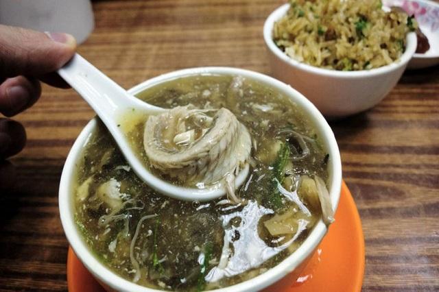 Nếu bạn muốn tìm món ăn bổ dưỡng cho những ngày đông ở Hong Kong thì nên thử súp rắn