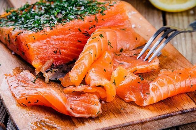 Cá hồi hun khói là món ăn chưa bao giờ khiến du khách phải thất vọng bởi độ hấp dẫn của nó