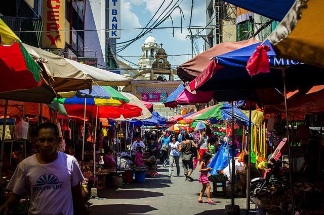 Quiapo được đánh giá là một trong những thị trường tốt nhất Manila để mua sắm và khám phá