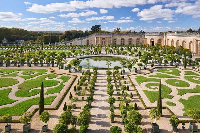 Vườn cảnh của cung điện mang vẻ đẹp hoàn toàn khác biệt