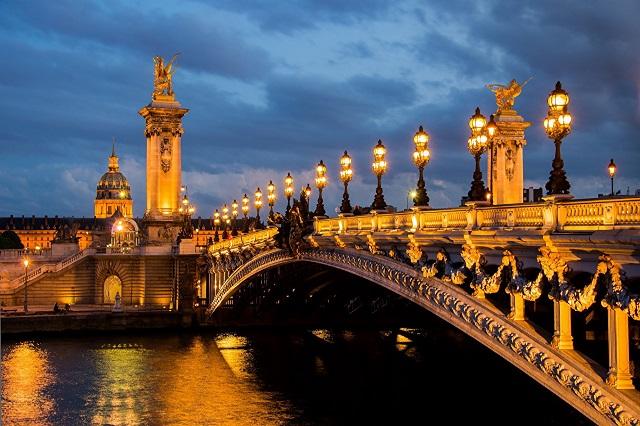 Vẻ đẹp lung linh của cây cầu khi màn đêm buông xuống