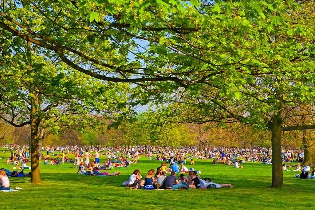 Không gian xanh mát của công viên Hyde thu hút nhiều người đến thư giãn